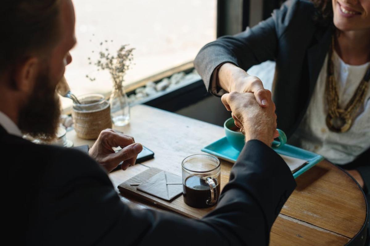 contract-shake-hand