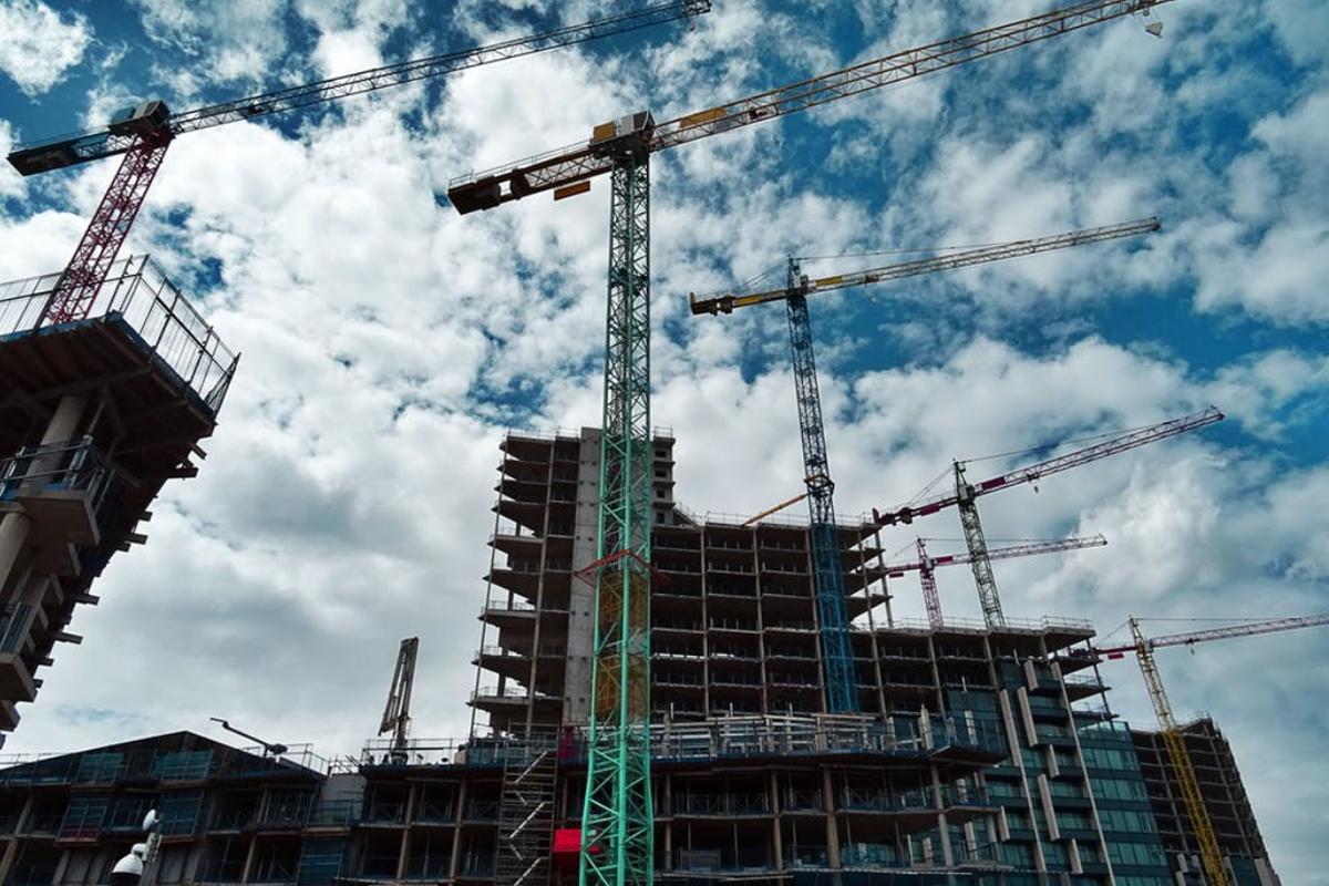 building-construction-cranes